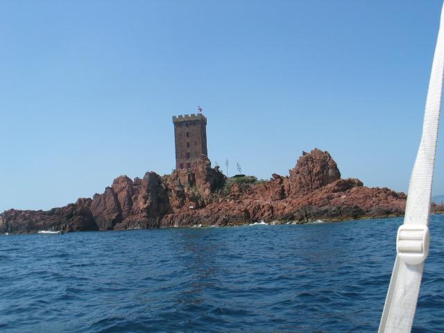 L'île d'Or en face du port du Poussaï (St Raphael)