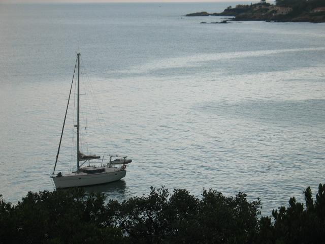 La vue sur port Ferreol et l'activité maritime en toutes saisons