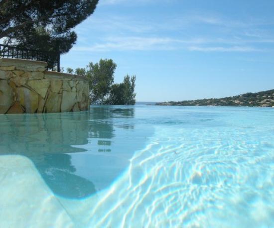 la piscine à débordement, St Aygulf, Var